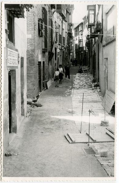 MMH-488-Obras de urbanización en la calle de Alfileritos_1961 - Fot Flores