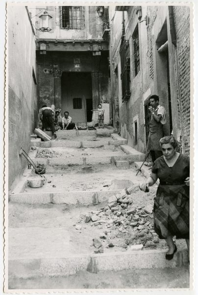 MMH-496-Obras de urbanización en el callejón de Agustín Moreto_1961 - Fot Flores