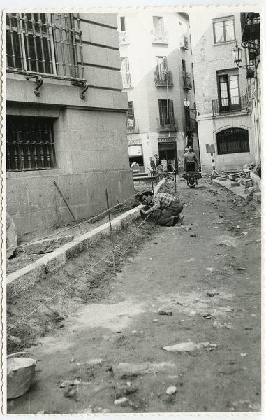 MMH-509-Obras de urbanización en la calle Nueva_1961 - Fot Flores
