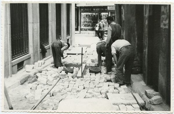 MMH-511-Obras de urbanización en la calle Nueva_1961 - Fot Flores