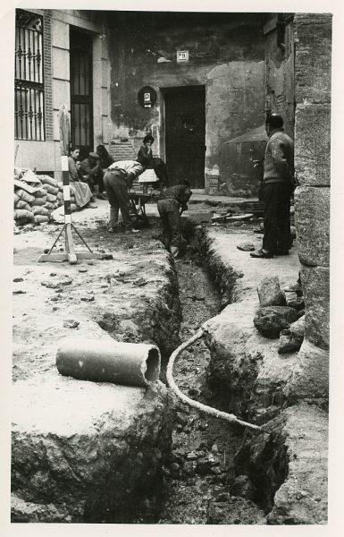 MMH-521-Obras de urbanización en la calle de las Cadenas_1961 - Fot Flores