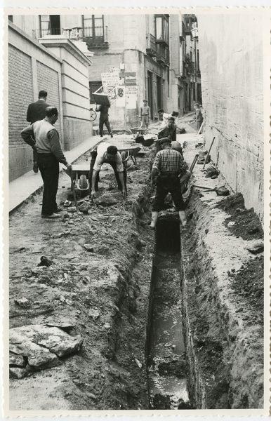 MMH-523-Obras de urbanización en la calle de las Cadenas_1961 - Fot Flores