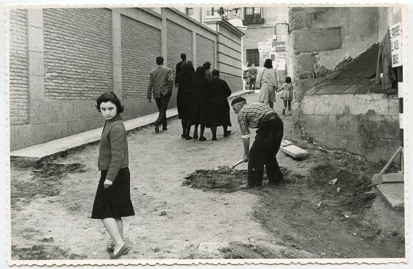MMH-525-Obras de urbanización en la calle de las Cadenas_1961 - Fot Flores