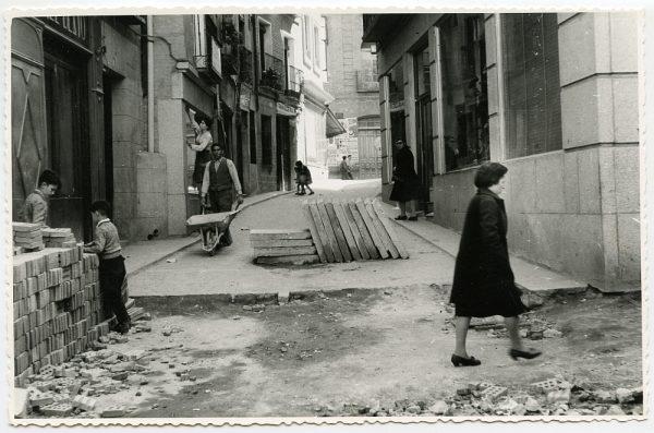 MMH-526-Obras de urbanización en la calle de las Cadenas_1961 - Fot Flores