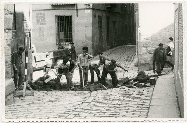 MMH-527-Obras de urbanización en la calle de las Cadenas_1961 - Fot Flores