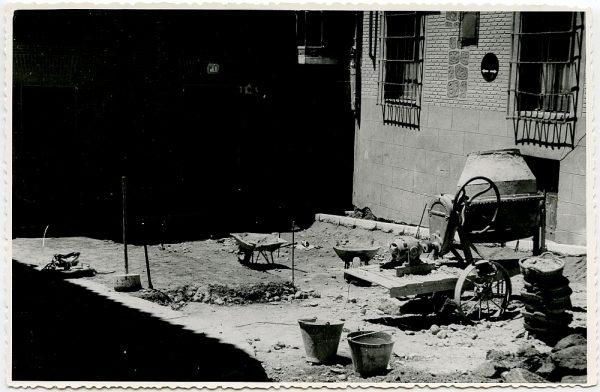 MMH-528-Obras de urbanización en la plaza de San Nicolás_1961 - Fot Flores