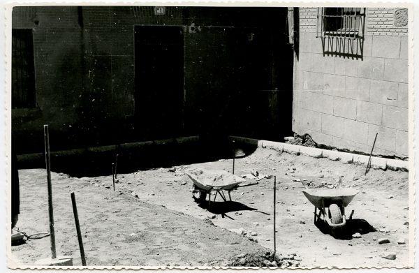 MMH-529-Obras de urbanización en la plaza de San Nicolás_1961 - Fot Flores
