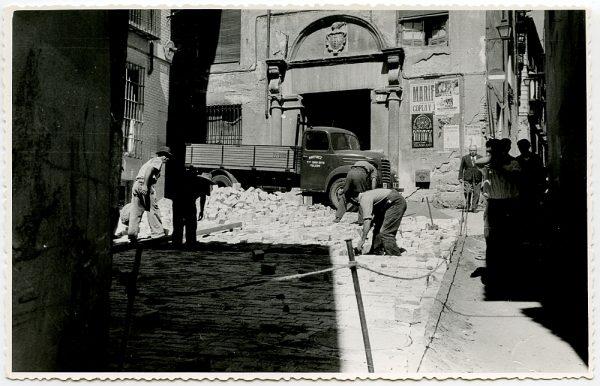 MMH-530-Obras de urbanización en la plaza de San Nicolás_1961 - Fot Flores
