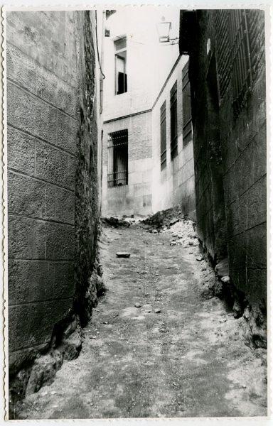 MMH-531-Obras de urbanización en el callejón de Menores_1961 - Fot Flores