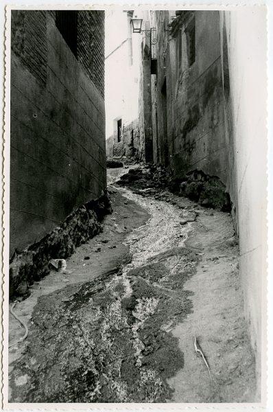 MMH-532-Obras de urbanización en el callejón de Menores_1961 - Fot Flores