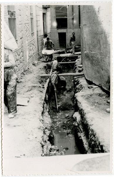 MMH-533-Obras de urbanización en el callejón de Menores_1961 - Fot Flores