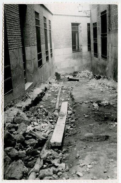 MMH-535-Obras de urbanización en el callejón de Menores_1961 - Fot Flores