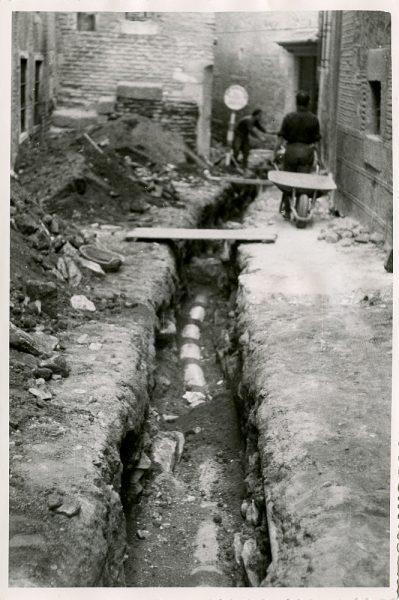 MMH-542-Obras de urbanización en la calle de Aljibes_1962 - Fot Flores