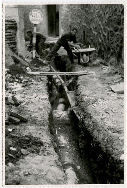 MMH-543-Obras de urbanización en la calle de Aljibes_1962 - Fot Flores