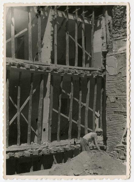 MMH-551-Obras en la fachada de una residencia desconocida_ca 1959 - Fot Celestino