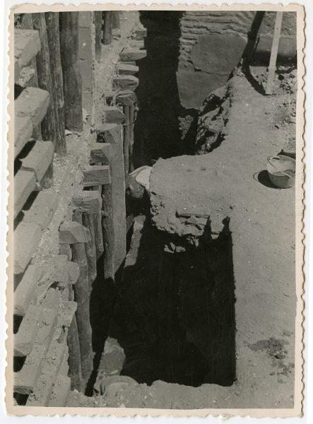 MMH-552-Obras en la fachada de una residencia desconocida_ca 1959 - Fot Celestino
