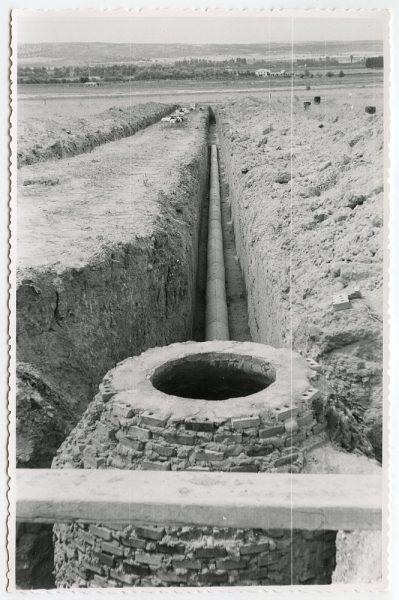 MMH-561-Obras de abastecimiento de agua en paraje desconocido_ca 1963 - Fot Flores