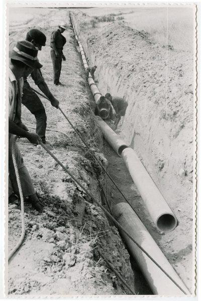 MMH-563-Obras de abastecimiento de agua en paraje desconocido_ca 1963 - Fot Flores