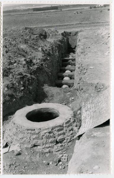 MMH-568-Obras de abastecimiento de agua en paraje desconocido_ca 1963 - Fot Flores