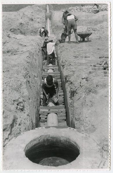 MMH-569-Obras de abastecimiento de agua en paraje desconocido_ca 1963 - Fot Flores