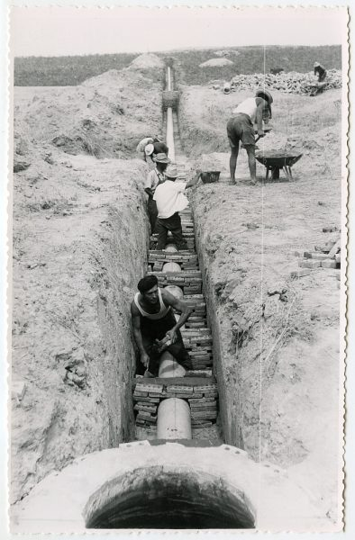 MMH-570-Obras de abastecimiento de agua en paraje desconocido_ca 1963 - Fot Flores