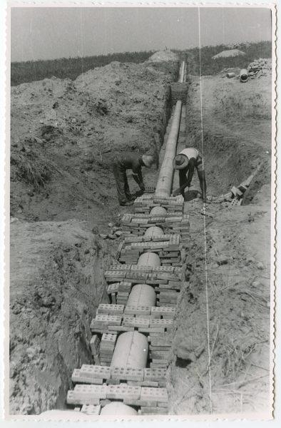 MMH-571-Obras de abastecimiento de agua en paraje desconocido_ca 1963 - Fot Flores