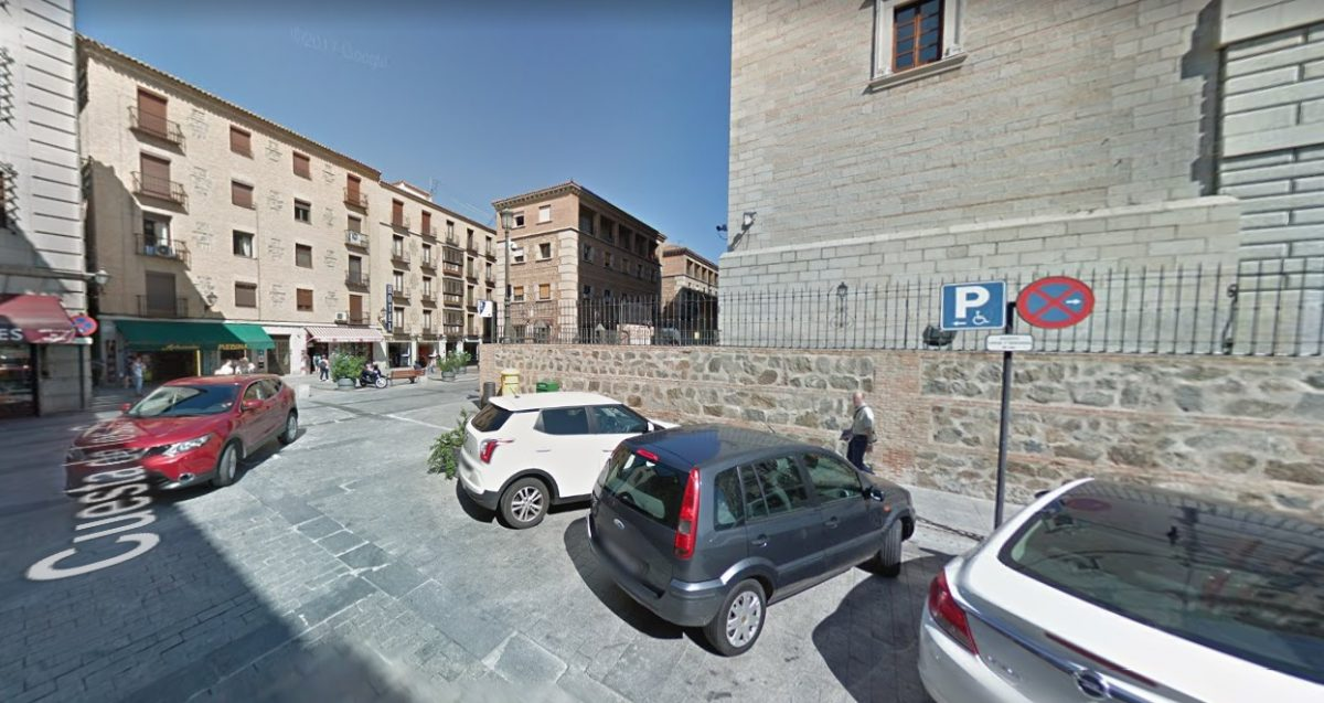 http://www.toledo.es/wp-content/uploads/2018/09/trafico-1200x637.jpg. El dispositivo de tráfico de Luz Toledo contempla un aparcamiento para vehículos con tarjeta de discapacidad junto al hotel Alfonso VI