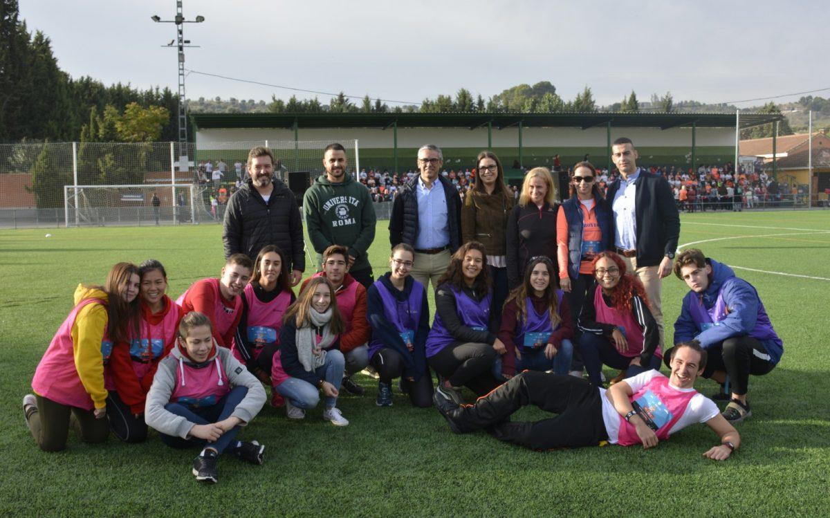 https://www.toledo.es/wp-content/uploads/2018/10/00-carrera-leucemia-1200x749.jpg. Unos 600 alumnos de los tres centros educativos de Santa Bárbara se unen para luchar contra la leucemia en una carrera solidaria