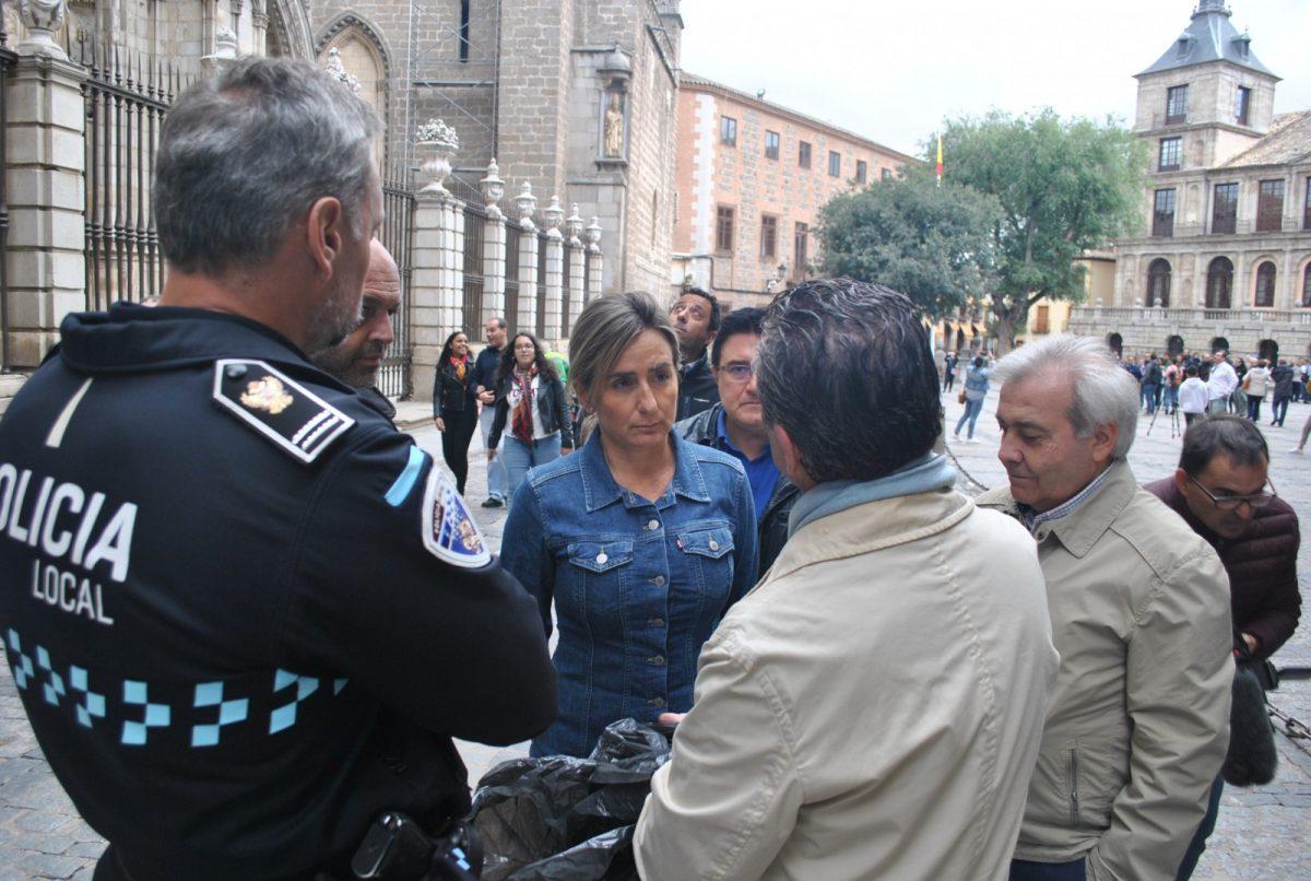 Abierta al tráfico y al tránsito de personas la calle Arco de Palacio tras el desprendimiento de un piedra de la torre de la Catedral