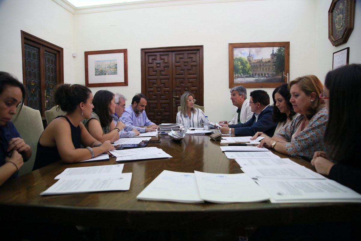 http://www.toledo.es/wp-content/uploads/2018/10/01_junta_gobierno-1200x800.jpg. Concedidas quince ayudas para modernización y competitividad del comercio local por importe de 40.000 euros