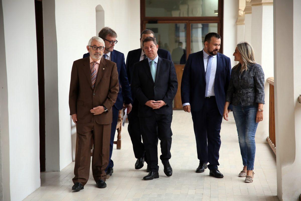 """La alcaldesa reconoce el """"ejemplo para todos"""" de Juan Ramón Amores, que ha recibido la Medalla de Oro de Cruz Roja Española"""