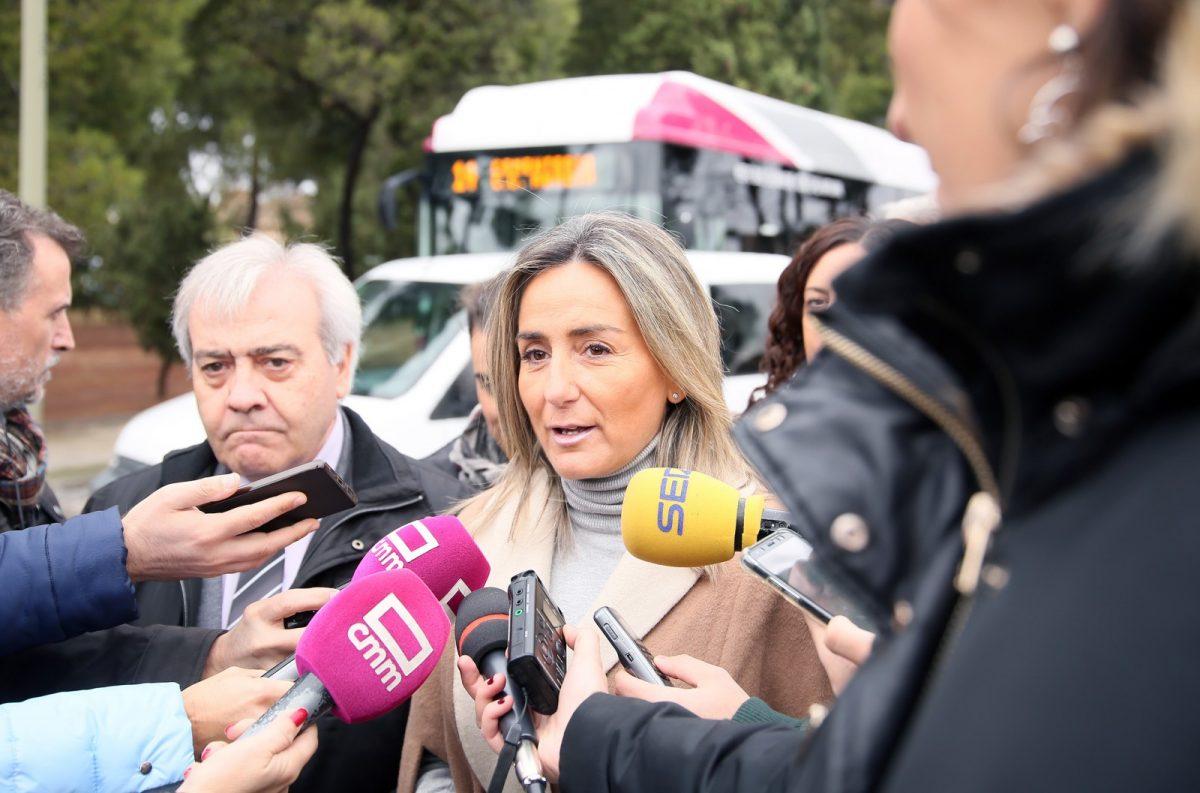 https://www.toledo.es/wp-content/uploads/2018/10/02_nueva_linea_bus-1200x793.jpg. La alcaldesa destaca que la nueva línea 14, que da servicio al Cementerio y la 'Abadía', beneficiará a más de 1,5 millones de usuarios