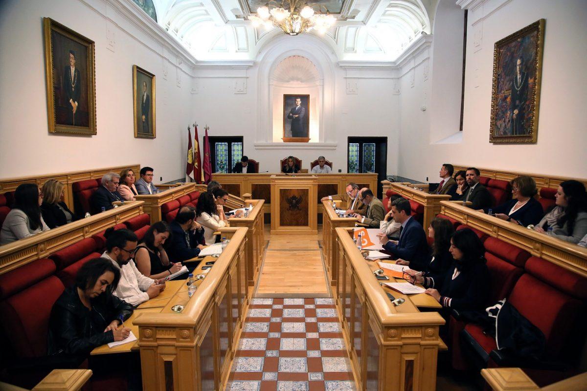 El Pleno aprueba de manera inicial la modificación de ordenanzas fiscales y el protocolo cultural con la ciudad de Burgos
