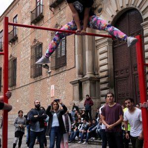 La alcaldesa asiste a la quedada de artistas que pone el colofón al vídeo para promocionar Toledo a través de sus jóvenes creadores