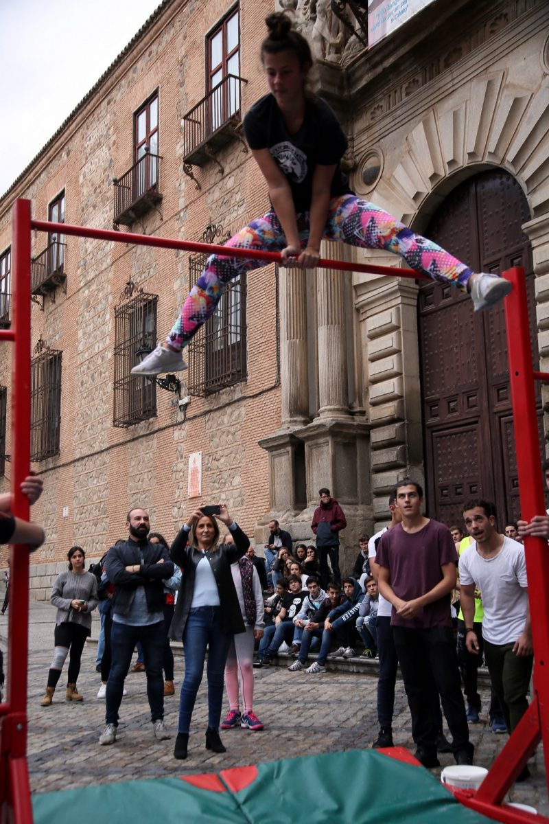La alcaldesa asiste a la queda de artistas que pone el colofón al vídeo para promocionar Toledo a través de sus jóvenes creadores