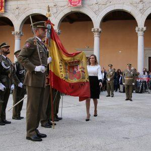 Milagros Tolón participa en la jura de bandera civil del Museo del Ejército con motivo del 175 cumpleaños de la insignia española