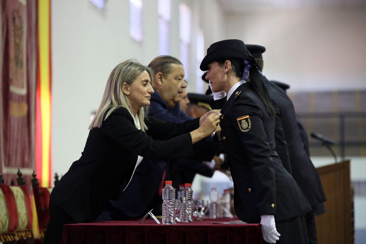 http://www.toledo.es/wp-content/uploads/2018/10/06_fiesta_policia_nacional-1200x800.jpg. Milagros Tolón asiste al acto institucional del Día de la Policía, en el que se han entregados las condecoraciones al Mérito Policial