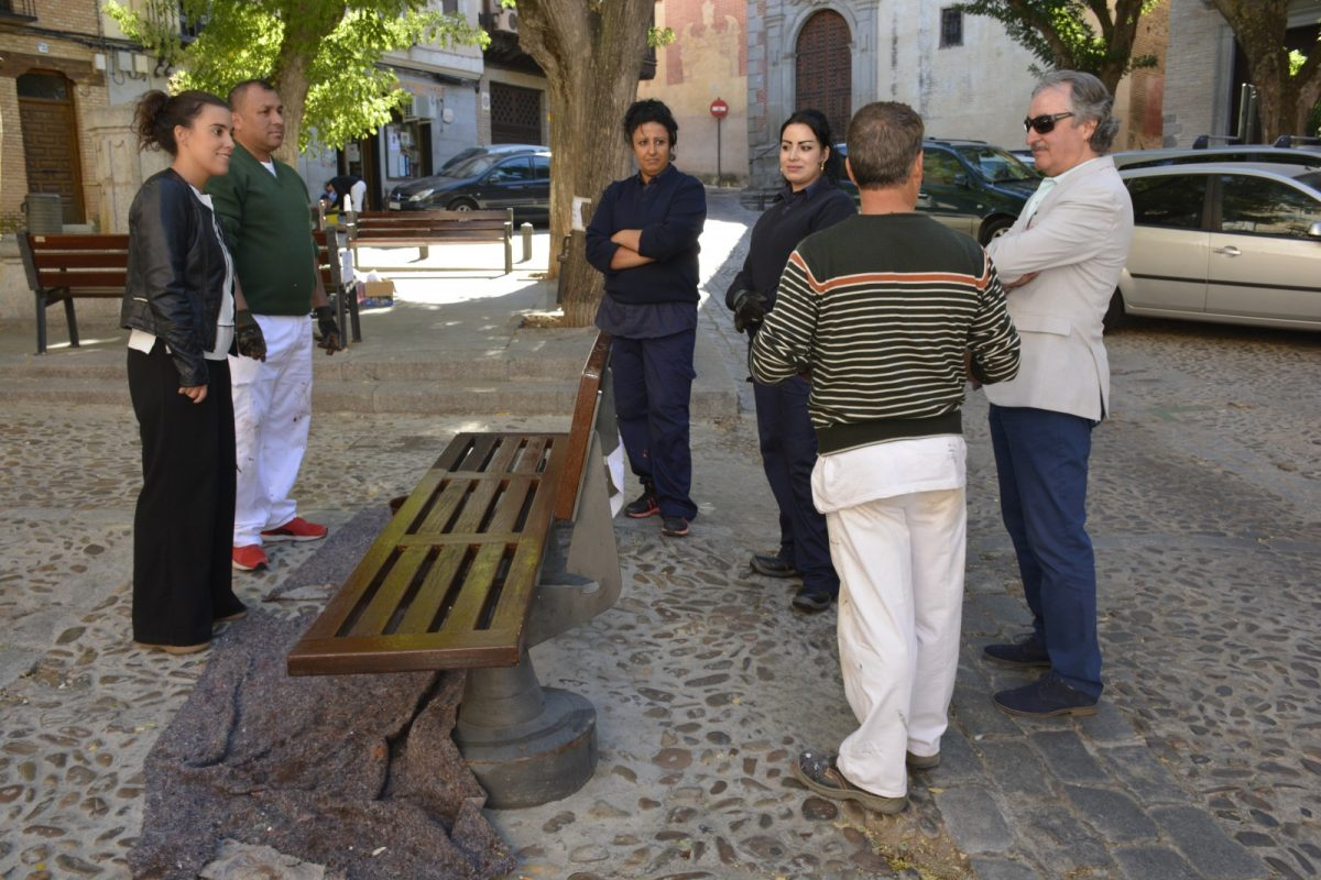 https://www.toledo.es/wp-content/uploads/2018/10/ines-sandoval_plan-de-empleo_1-1200x800.jpg. El Ayuntamiento pone en marcha un proyecto de mantenimiento del mobiliario urbano gracias al Plan Extraordinario de Empleo