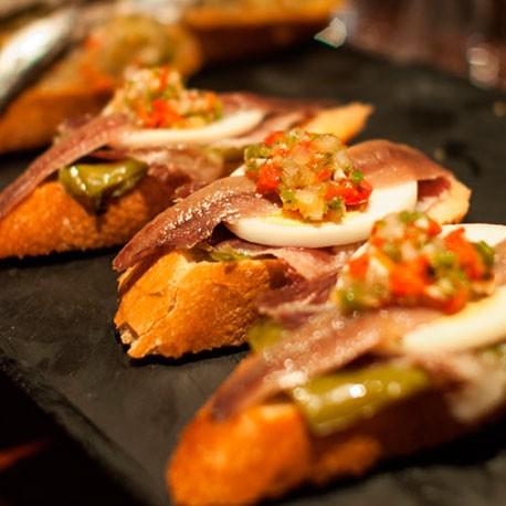 http://www.toledo.es/wp-content/uploads/2018/10/tapas-pintxos-cocinarte.jpg. Tapas y Pintxos