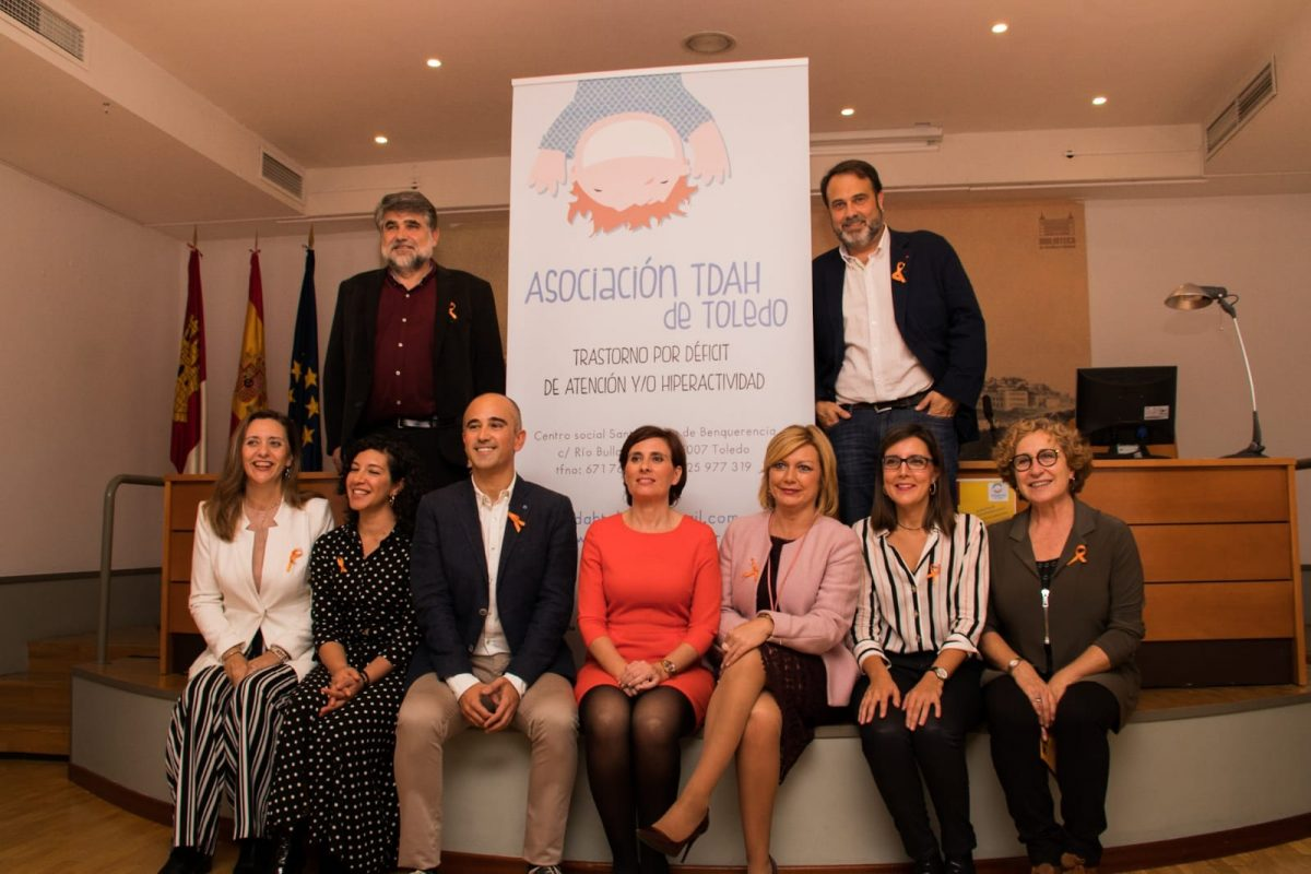 El Ayuntamiento ilumina de naranja el Baño de la Cava y la Puerta de Alcántara con motivo del Día del TDAH y respalda sus premios