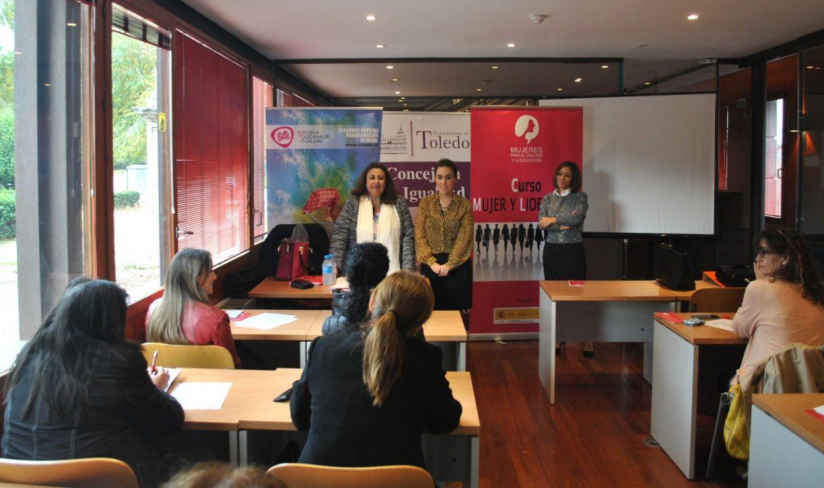 https://www.toledo.es/wp-content/uploads/2018/11/01-curso-mujer-y-liderazgo-1200x711.jpg. El Ayuntamiento potencia las ideas de negocio de mujeres toledanas a través de un curso sobre 'Mujer y Liderazgo'
