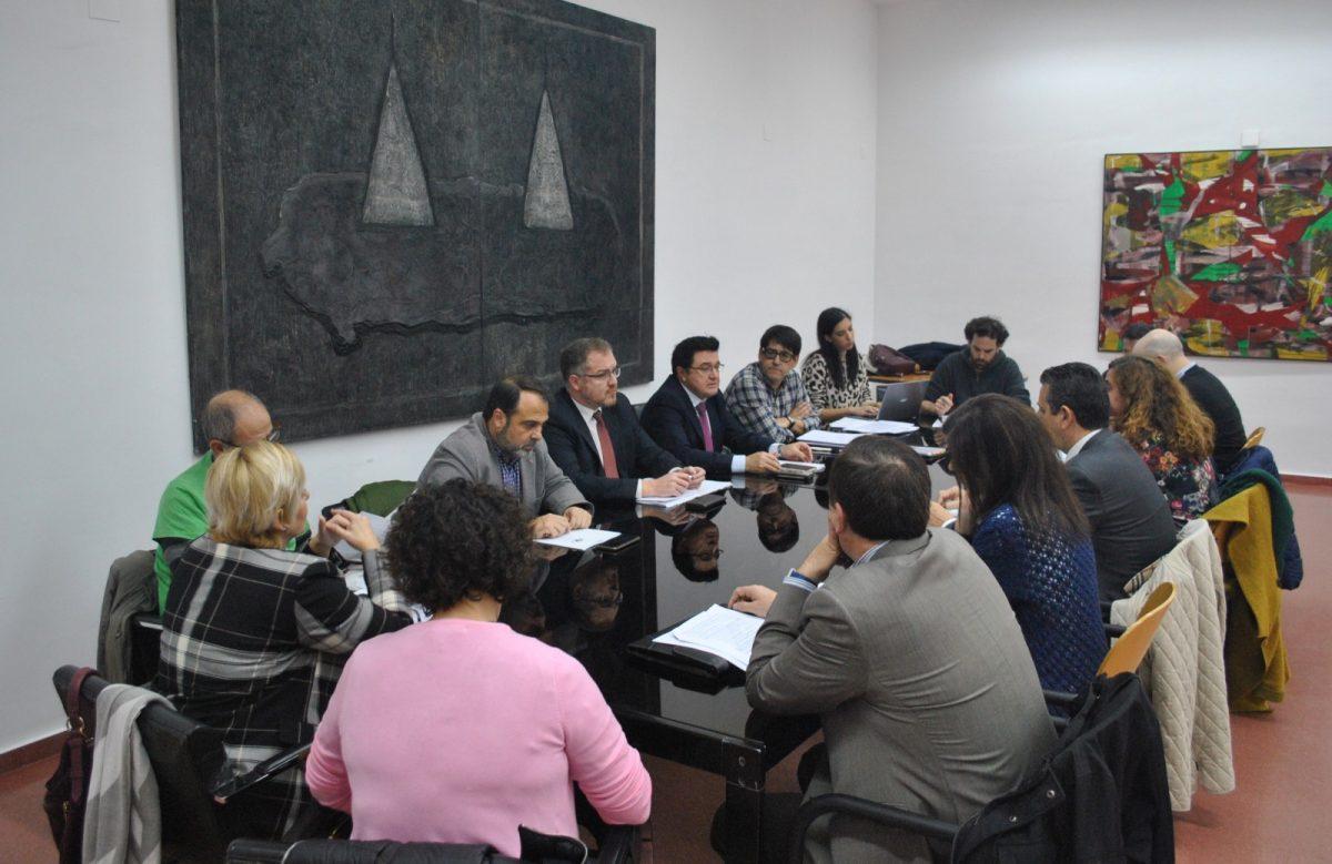 https://www.toledo.es/wp-content/uploads/2018/11/01-mesa-municipal-de-vivienda-1200x779.jpg. El Ayuntamiento propone a la Mesa de Vivienda establecer un programa de alquiler ante las necesidades existentes en la ciudad
