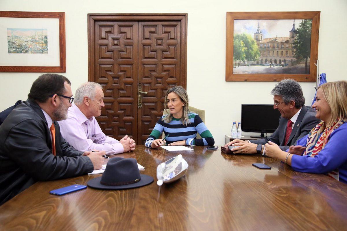 http://www.toledo.es/wp-content/uploads/2018/11/01-reunion-familias-numerosas-1200x800.jpeg. Milagros Tolón atiende las propuestas y medidas de apoyo que demandan las familias numerosas de la capital
