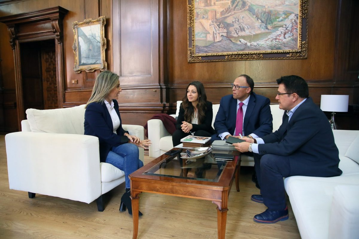 http://www.toledo.es/wp-content/uploads/2018/11/01_reunion_mercadona-1200x800.jpg. La alcaldesa se reúne con los responsables de Mercadona en Toledo y les traslada el apoyo del Ayuntamiento