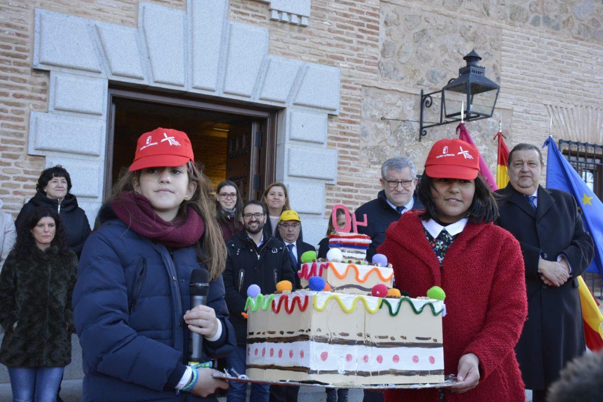 El Gobierno local asiste al flashmob con el que alumnos de 9 colegios de Toledo homenajean los 40 años de la Constitución