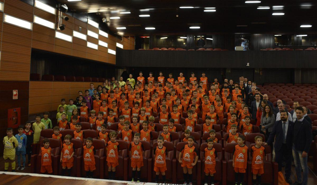 https://www.toledo.es/wp-content/uploads/2018/11/03-presentacion-ciudad-de-toledo-1200x701.jpg. El Gobierno local comparte con el 'Ciudad de Toledo' su presentación oficial y le desea los mejores triunfos en la nueva temporada