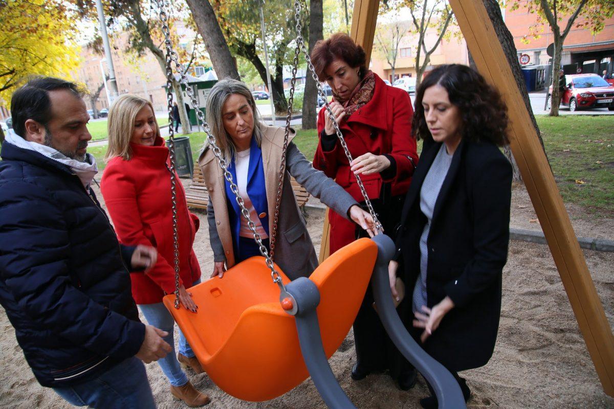 https://www.toledo.es/wp-content/uploads/2018/11/04_columpios_inclusivos-1200x800.jpg. El Ayuntamiento avanza en la integración de niños y niñas con discapacidad con nuevos juegos inclusivos en siete parques