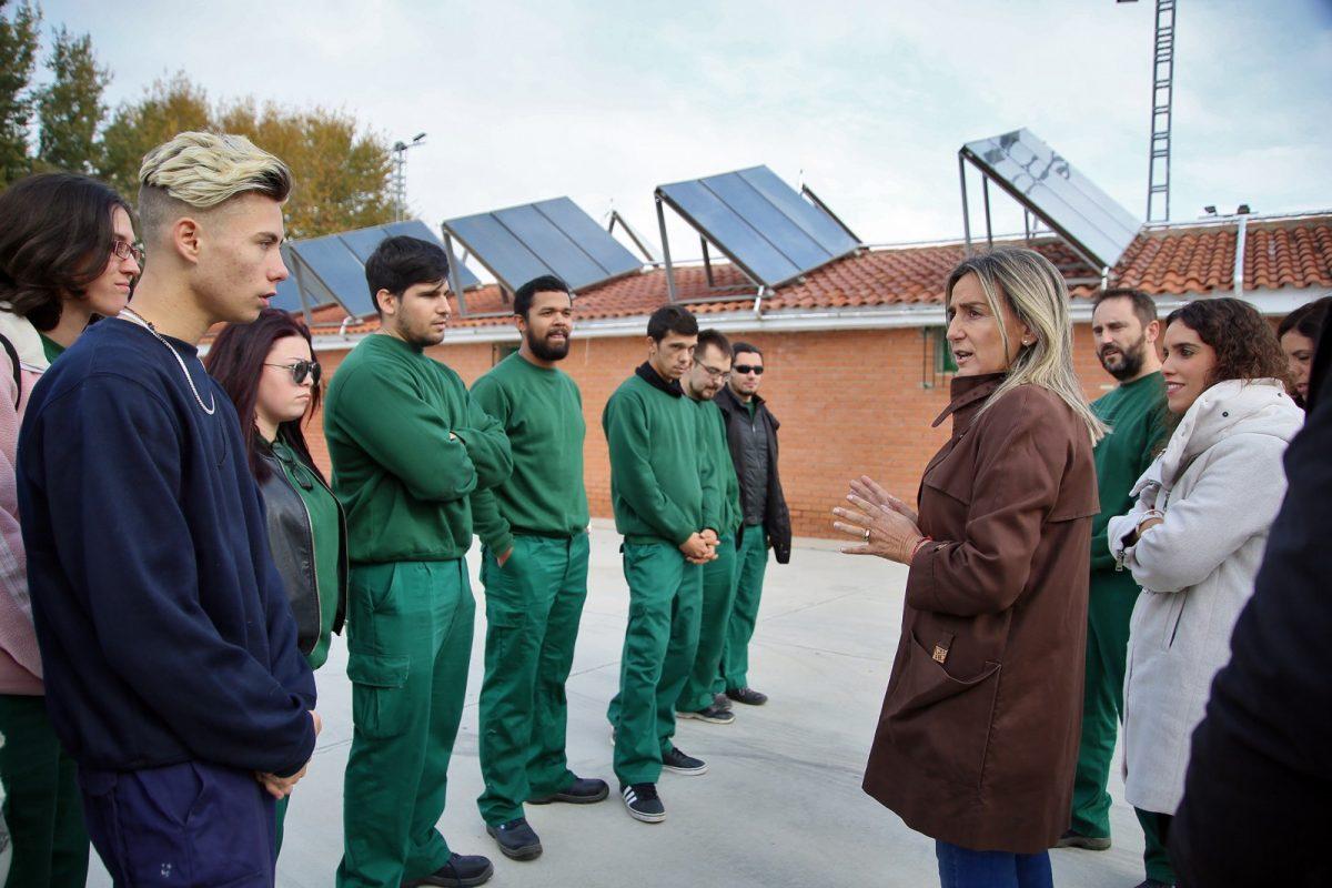http://www.toledo.es/wp-content/uploads/2018/11/04_placas_solares_futbol_poligono-1200x800.jpg. La renovación del sistema térmico del campo de fútbol del Polígono supondrá hasta un 70 por ciento de ahorro energético y económico