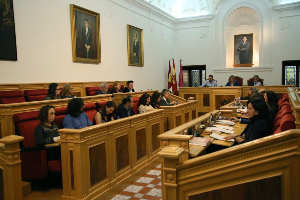 https://www.toledo.es/wp-content/uploads/2018/11/04_pleno_municipal-1200x800.jpg. El Pleno del Ayuntamiento aprueba por unanimidad la declaración institucional en contra de la violencia machista en el marco del 25N