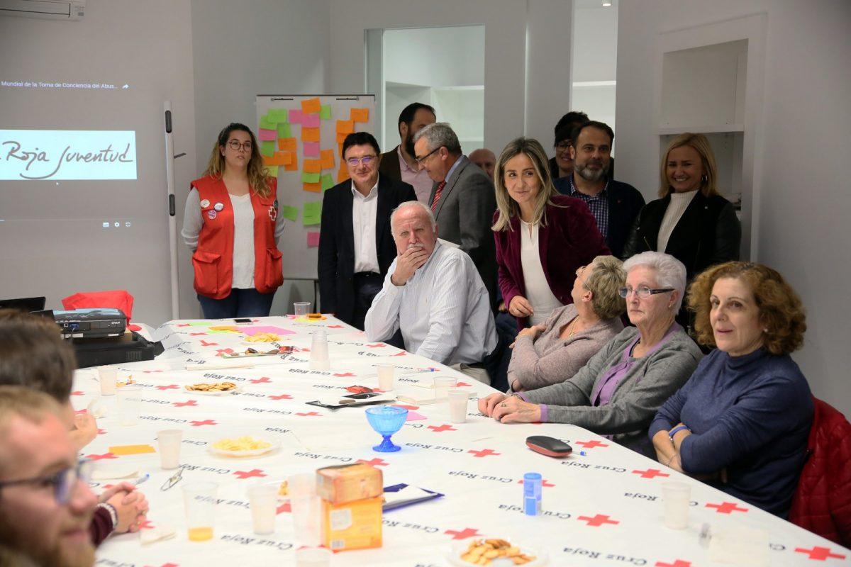 """La alcaldesa vista las instalaciones de Cruz Roja y renueva su compromiso de seguir trabajando """"por una ciudad más solidaria"""""""
